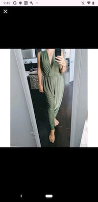 Olive green jumpsuit size small Laval, H7T 3A7