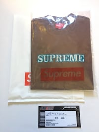 Black and red supreme crew-neck shirt Long Beach, 90805