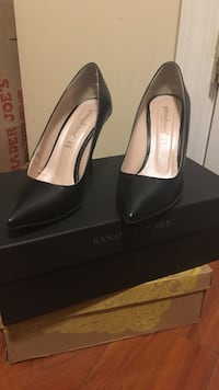 Pair of black leather pumps made in italy size 6 New York, 10027