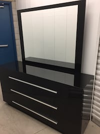 Dresser with mirror (delivery included ) Toronto, M1H