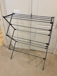Freestanding/Foldable Clothes Rack