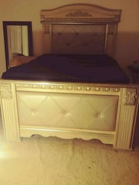 Queen headboard and frame/Dresser and mirror Baltimore, 21206