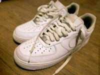 AIR FORCE 1'S NEVER WORN SIZE 9 MENS  406 mi