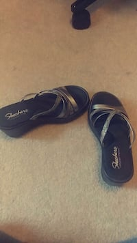 pair of black-and-silver  skechers sandals Elba, 36323
