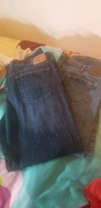 2 pair of men's jeans Moss Point