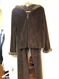 2pc jogging suit- size lg Northampton, 18067