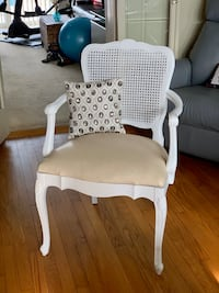 DISTRESSED SHABBY CHIC CHAIR  Chicago, 60631