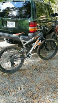 "2 Mongoose 26"" mountain bikes Manassas"