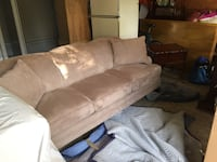 Sofa and love seat in excellent condition Pointe-Claire, H9S 4A9