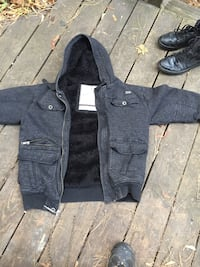 Fox hoodie with fur lining size LARGE. Pretty sure it's women's, very warm Bangor