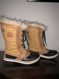 pair of brown-and-white winter boots Southlake, 76092