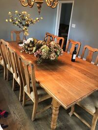 dining room table and chairs CHARLOTTE