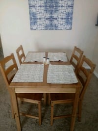 Wooden dining table + 4 chairs null