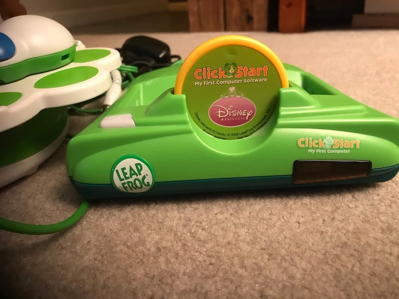 green and white learning toy e0e92a2a-f674-443f-ad02-89f965a278e7