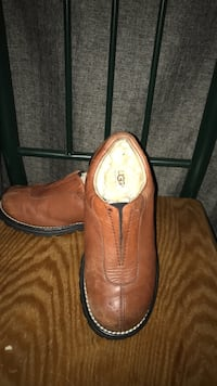 pair of brown leather slip-on shoes Redford, 48240