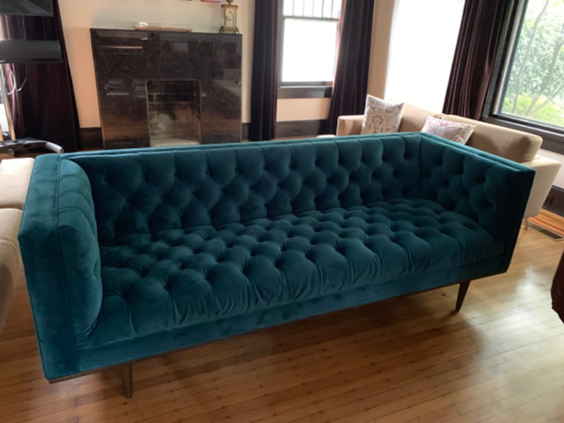 Brand new tufted teal velvet couch 8923fef6-c509-4d41-905f-aeb24366a1b4