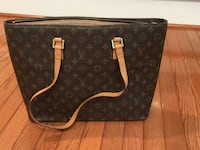 Louis Vuitton Monogram Luco shoulder bag, brown.  Can be used as a slim briefcase or a large square bag. Ijamsville, 21754