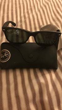 black Ray-Ban wayfarer sunglasses with case