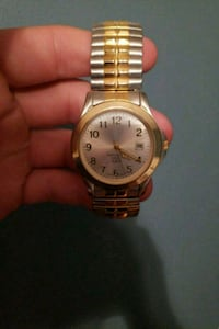 round gold-colored analog watch with link bracelet Strongsville, 44136