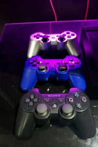 PS3  and 3 controller and 10 games Ajax, L1S