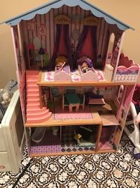 Girl's pink and purple doll house Thurmont, 21788