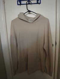 Gray scoop-neck long-sleeved shirt Toronto, M6N 1S5