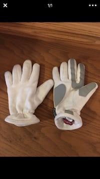 Merona gloves Seattle, 98133
