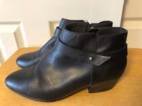Clark's Collection Soft Cushion Women's Sz 9M, Low Ankle Black Leather Boots w/Strap Baltimore, 21236