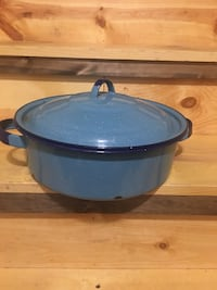 Blue Enamelware pot with lid Hedgesville, 25427