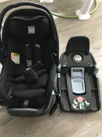 Infant car seat with two bases
