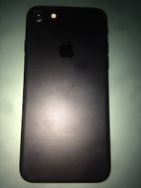 iPhone 7 32gb perfect condition comes with phone cases