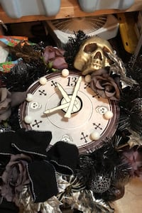 Clock/Halloween wreath! Super cute