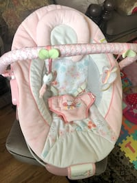 Baby girl bouncer for sale  excellent condition  Toronto, M6C 3Z2