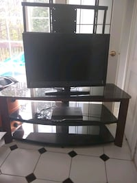 Tv and Tv stand Pickering, L1V 6J8