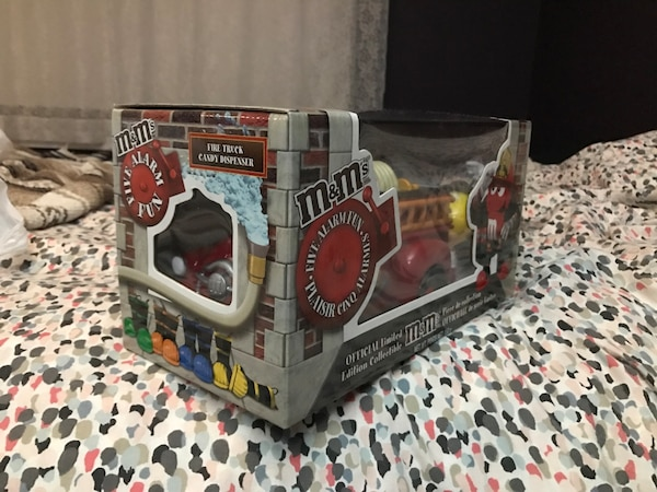 $100 OBO M&M Official Limited Edition Fire Truck Candy Dispenser  55ef5907-561d-456a-aeea-d0116eedafad
