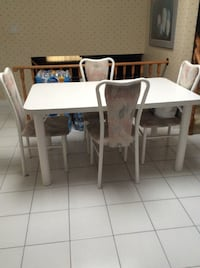 Attractive Dinette Table + 4  Chairs