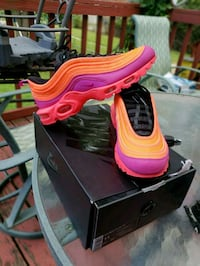 pair of pink Nike Air Max shoes with box Ferguson, 63135
