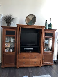 REDUCED** Entertainment Center 3 pc solid wood-exc condition  H70 x L94 x W24 LEESBURG