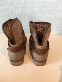 Women's boots size 8 CA, M8Y