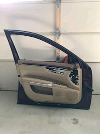 07 - 11 benz s550 driver side door  Mississauga, L5M 6A1