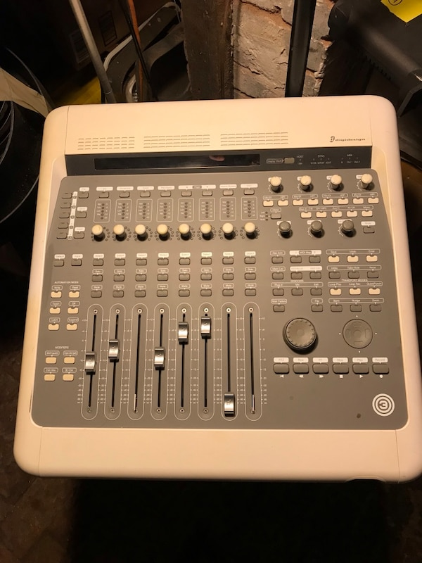 Mixing board  Digidesign Digi 003 Console Very good condition, works  perfect  $250 firm cause it's a deal it's worth 3 to 400