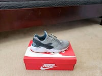 pair of gray Nike low-top sneakers with box Myrtle Beach, 29579