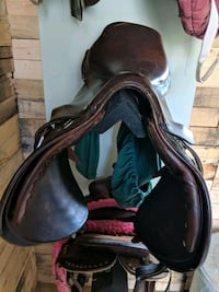 "16.5"" close contact saddle Lovettsville, 20180"
