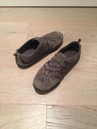 Ladies suede leather and purple accent cushioned shoes - sizes 6-7.