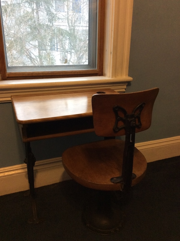 Phenomenal 1890S Childs School Desk And Chair Evergreenethics Interior Chair Design Evergreenethicsorg