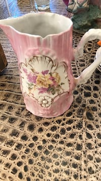 pink and white ceramic pitcher New Britain, 06051