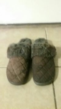 pair of quilted fur-lined slipper 2051 mi