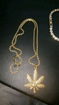 gold-colored chain necklace with cross pendant Mississauga, L5N 6K7