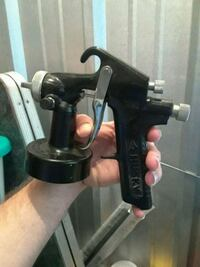 black paint sprayer don't have the bottom just the gun new
