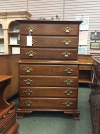 Young-Hinkle, Solid Cherry, Early American Style, Vintage 5 Drawer Chest on Chest Heath, 43056